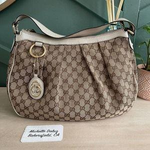 Gucci Hobo GG Supreme Canvas Shoulder Bag